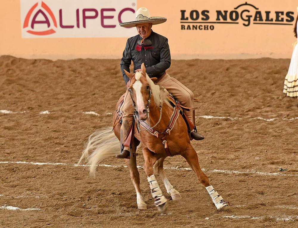 Leonardo Dávila Salinas ejecutando el movimiento de lados durante la cala de su equipo, Valle de Saltillo
