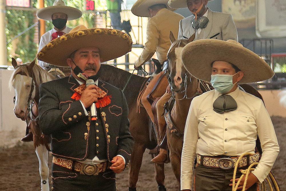El licenciado Félix Bañuelos Ramírez dio la bienvenida a todos los participantes y sus acompañantes en esta primera jornada de actividades en Rancho Santa María