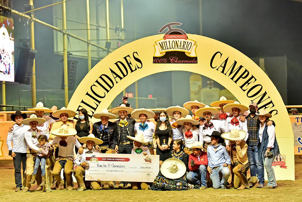"""Premiación Rancho El Quevedeño, tercer lugar categoría """"AAA"""""""